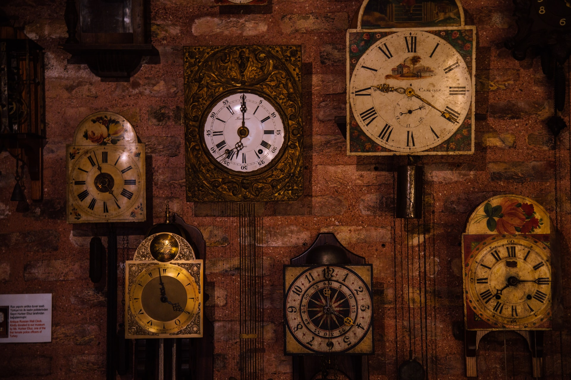 Why Antique Wall Clocks Are Great Interior Decoration For Your Home?